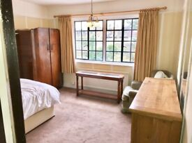 Fantastic double room sharing in a house, near Acton Town Tube