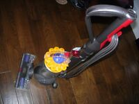 DYSON DC 40 HOOVER