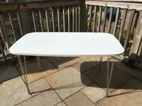 Dining table - chrome legs - 4 seater - white