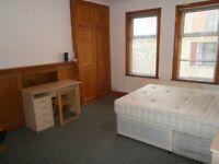In Flat 1st Floor Double Bed Room Share 2 Bath Shower Kitchen IncludesBills VeryNearRailTubeBusShops