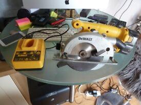 DEWALT 14.4V Circular Saw DW935 & 1 X Batteries with Charger