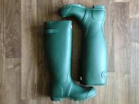 "Hunter ""back adjustable"" green rain/rubber boots"