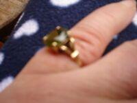 Beautiful 9ct Gold Peridot Ring