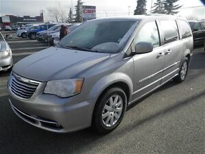2015 Chrysler Town & Country Touring Stow N GO Power Doors