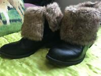 Size 3 boots with fur £3