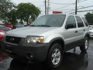 2005 Ford Escape XLT *VERY CLEAN*