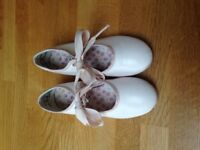 Girls Capezio light pink tap shoes size 11 (approx UK 11)