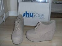 High wedge nude suede formal shoe s6