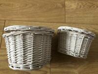 2 nested baskets (white)