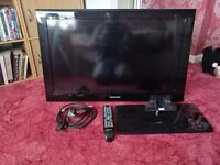 """Samsung 32"""" Tv full Hd with stand"""