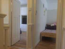 2 BEDROOM FLAT furnished £1300 ALL BILLS INCLUDED ! great location