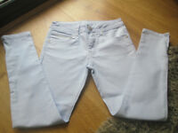 GIRLS ON-TREND SKINNY JEANS WITH ZIPS - AGE 9 YEARS - EXC. COND. (HARDLY WORN)