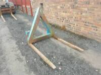 Tractor three point linkage pallet forks