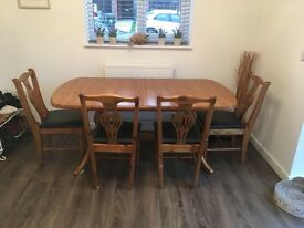 Solid pine wood (extendable) dining table & 6 chairs - all in very good condition!