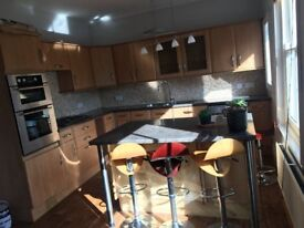 Stunning 2 Bed Apartment, 2 Bathrooms, close to Railway Station, Large Rooms, Shed, 10min from town