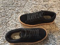 Black trainer creepers SIZE 4