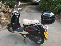 50cc Retro Scooter Black/Cream - Direct Bikes