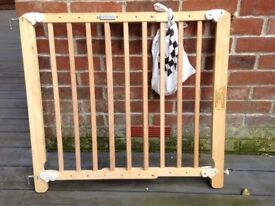Stair safety child baby gate