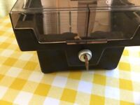 Lockable cd case with key
