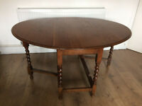 Oval gateleg extendable table in good condition
