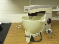 Kenwood Chef in good condition. Comes with bowl, dough hook and whisk. £18 ono