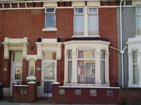 Double room in clean comfortable 3 bed shared house in Powerscourt Rd, North End