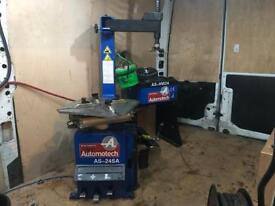 Automotech tyre changer and wheel balancer