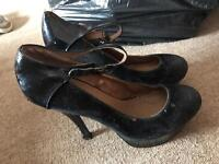 Black heel size 8