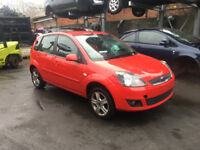 BREAKING - FORD FIESTA MK6 - 2005-2008 - FRONT BUMPER - RED - ALL PARTS AVAILABLE