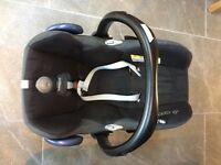 Maxi Cosi buggy, car seat and bassinet with raincover and cosy toes