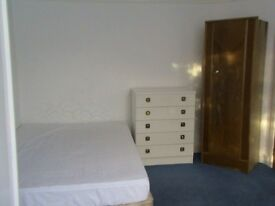 OX1 4TN Double Room for rent £500pm inclusive for N/S professional