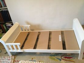 Toddler Bed - white wooden Sledge style. Groby