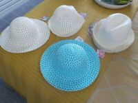 11 EASTER HATS VARIOUS SIZES AND COLOURS AND 2 EASTER GIFT BASKETS (ALL NEW)