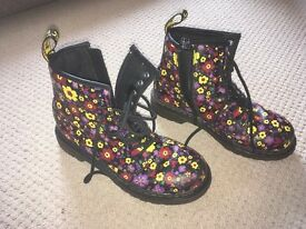 Dr Martins' - size 3 black with flowers