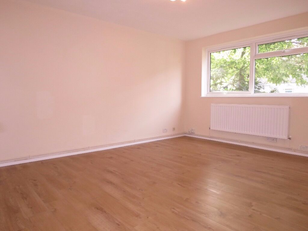 Newly Refurbished 2 double bed apartment in the Heart of Wimbledon