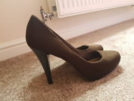 Gorgeous brown M&S heels for sale/ size 7/ **NEVER WORN**