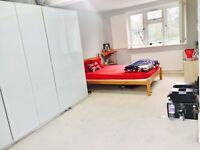 Stunning Large double Room With En-suite Available in Hendon Next to University