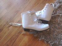 EXCELLENT Condition ladies/girls white ice skates size 7