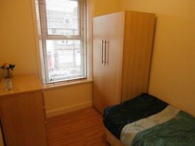 Lovely Small Single in Immaculate 4-Bed Professional Houseshare
