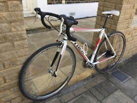 TRECK racer bike, 105 Shimano (one of best gear) 27 speed, carbon fork, size medium 55 cm