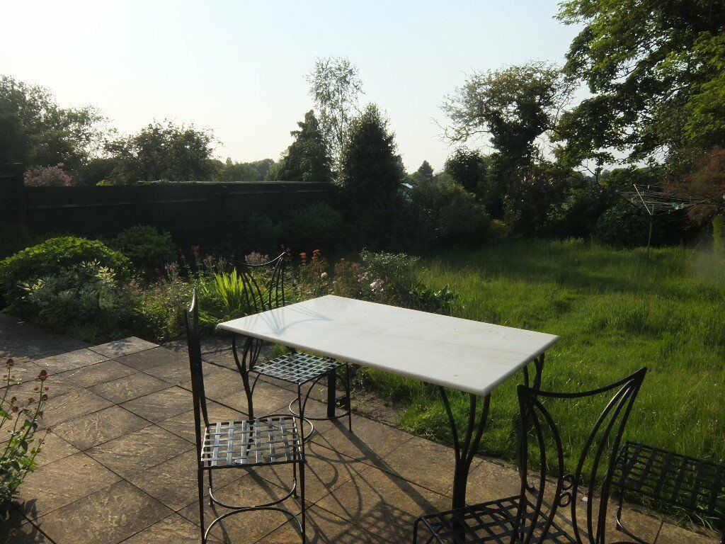 Cumnor: Oxford Centre: bike 20min, Bus15min. Bright Beaut Room.Friendly. Nearby country walks & pubs