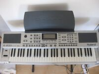 Roland Intelligent Keyboard E-200 with Giraffe stand and power adapter
