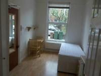 NICE ROOM IN SHEPHERDS BUSH - GREAT PROPERTY!