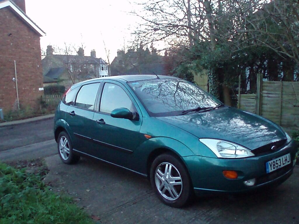 Green ford focus 2001