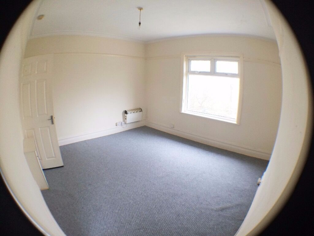 1 bed 1st fl flat, Ronald Rd Waterloo new carpets, new decor, new oven - 1st months rent £150