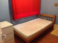 ----- LOOKING FOR A SIMPLE & CHEEP SINGLE ROOM 20 MIN FROM VICTORIA? ------
