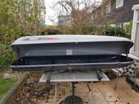 Thule 700 roof box and adjustable lockable roof bars with key good condition.