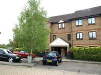 1 bedroom flat in Deanery Close, London, N2