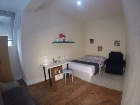 Very spacious double room available now in East Finchley!130pw!