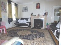 Spacious 3 Bedroom House In Quiet Rd With South Facing Garden & Driveway